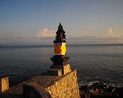 pura batu bolong free tourist information for travellers visiting Hindu ancient shrines in Lombok