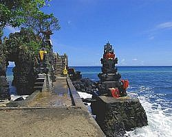 pura batu bolong free turist information about the ancient Hindu shrine