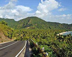 A road in Malimbu hill that leads to Senggigi