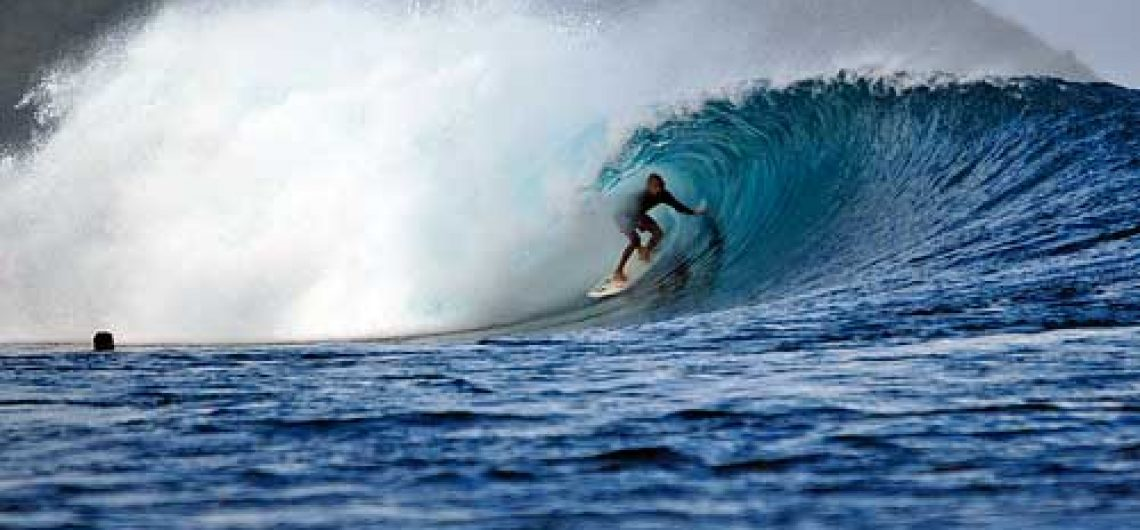 surfing in gerupuk lombok